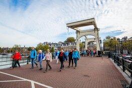 12.000 wandelaars tijdens de Amsterdam City Walk 23 verschillende nationaliteiten aan de start
