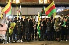 Spontaan protest tegen Erdogan op station Amsterdam Centraal