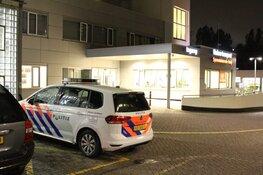 Man met schotwond afgezet bij ziekenhuis Amsterdam: Franse auto gezocht