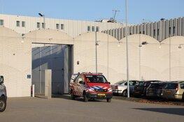 Brand in cel van Justitieel Complex Schiphol: een persoon naar ziekenhuis