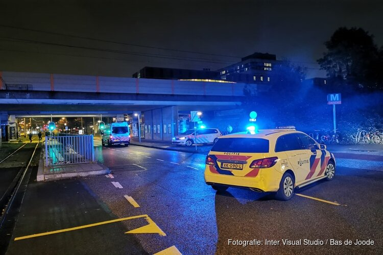 Voetganger gewond bij aanrijding met auto in Amsterdam
