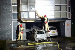 Auto in carport in brand