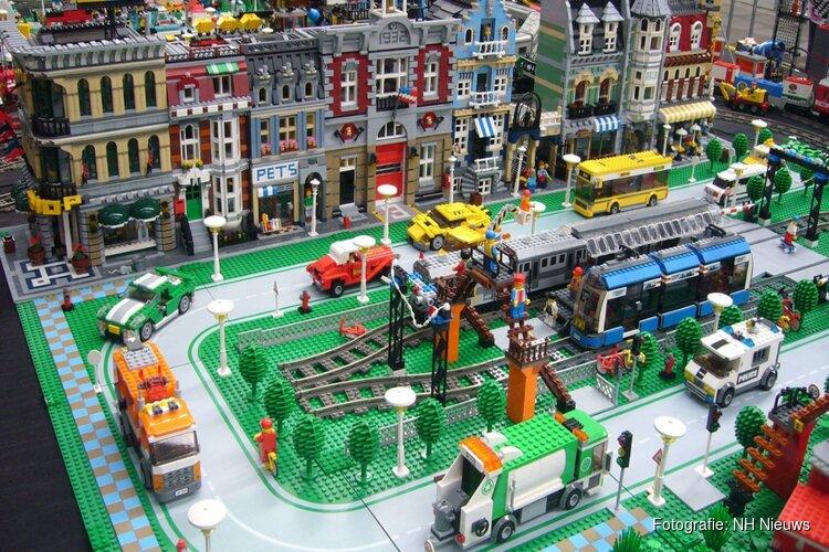 Metershoge LEGO-molen in nieuwe flagshipstore Amsterdam
