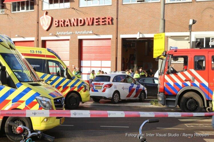 """Burgemeester Halsema bezoekt kazerne Amsterdam na tragisch ongeval: """"We leven mee"""""""