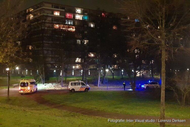 Fietser gestoken in bovenlijf in Amsterdam