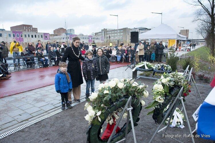 Herdenking 75 jaar fusillade bij een nieuw oorlogsmonument aan de Haarlemmerweg