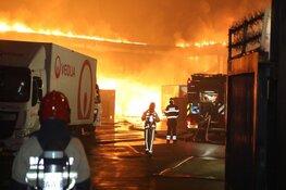 Zeer grote brand in opslagloods voor papier in Amsterdam