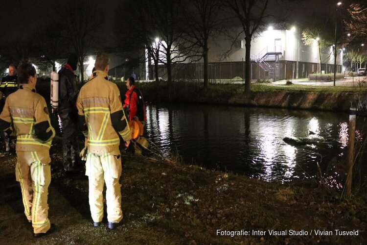 Auto te water gereden in Amsterdam-Zuidoost