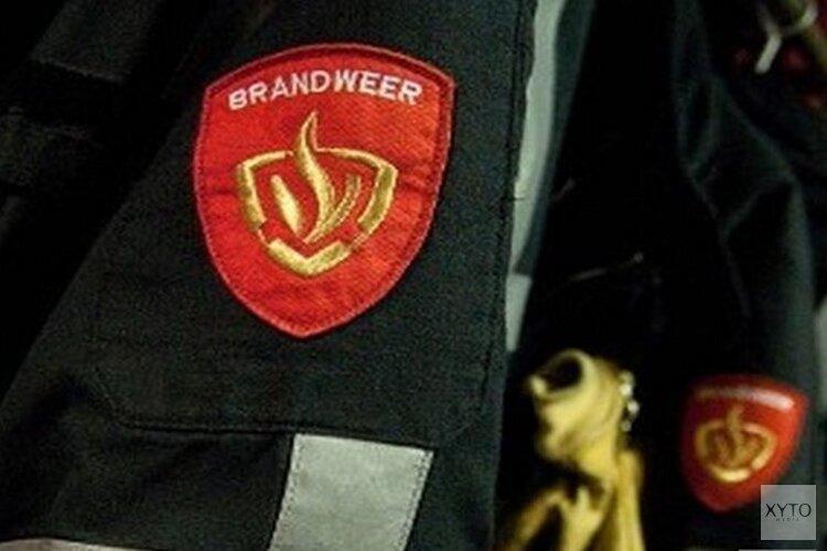 Brandweer redt drie mensen uit brandende woning Amsterdam