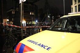 Zwaargewonde man aangetroffen op brug in het centrum van Amsterdam