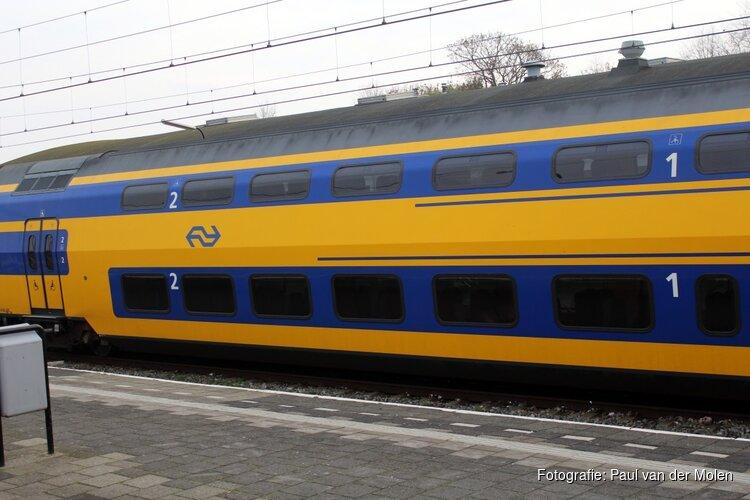 Uit gevangenis weggelopen Amsterdammer slaat treinreizigster in het gezicht