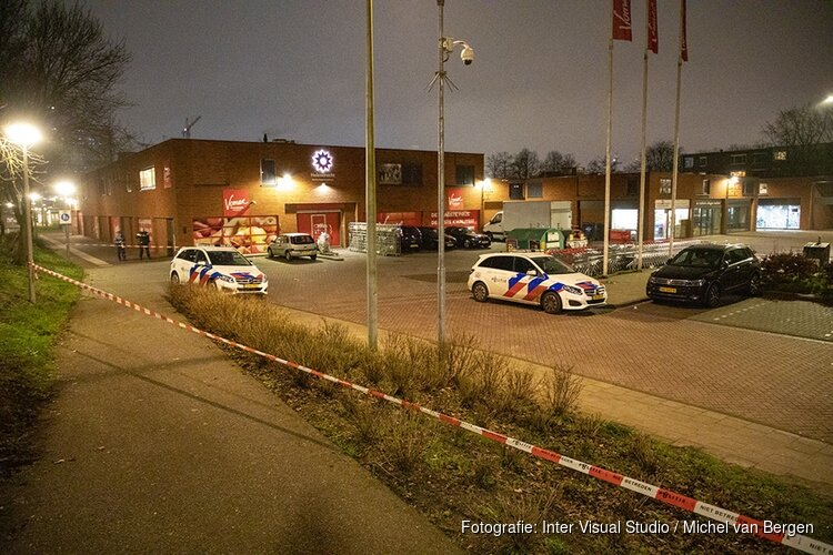 Gewonde bij schietpartij op parkeerterrein in Amsterdam