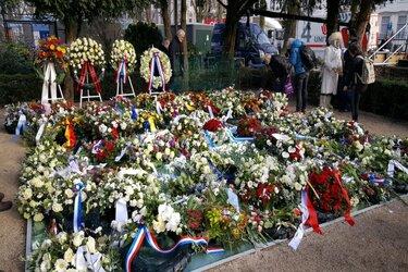 """Burgemeester Halsema bij indrukwekkende Holocaustherdenking: """"Geen naam mag ooit nog worden weggevaagd"""""""