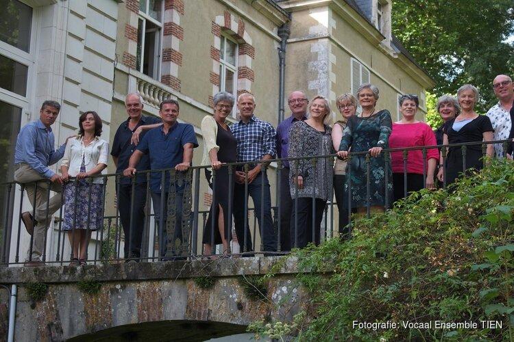 Vocaal ensemble TIEN zingt Plorans Ploravit