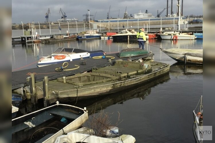Meer dan 40 Amsterdamse 'wees-grachtenboten' worden geveild