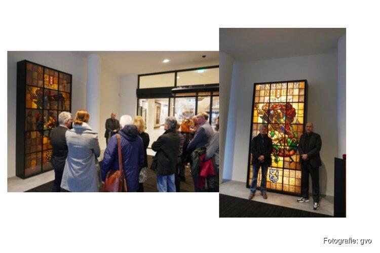 Nieuw glasobject geplaatst in hal stadhuis