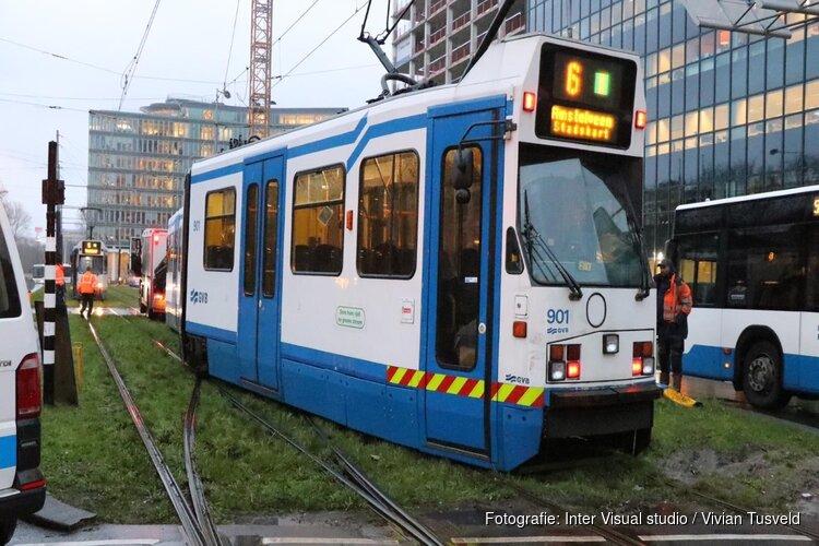 Veel hinder door ontspoorde tram bij station Amsterdam-Zuid