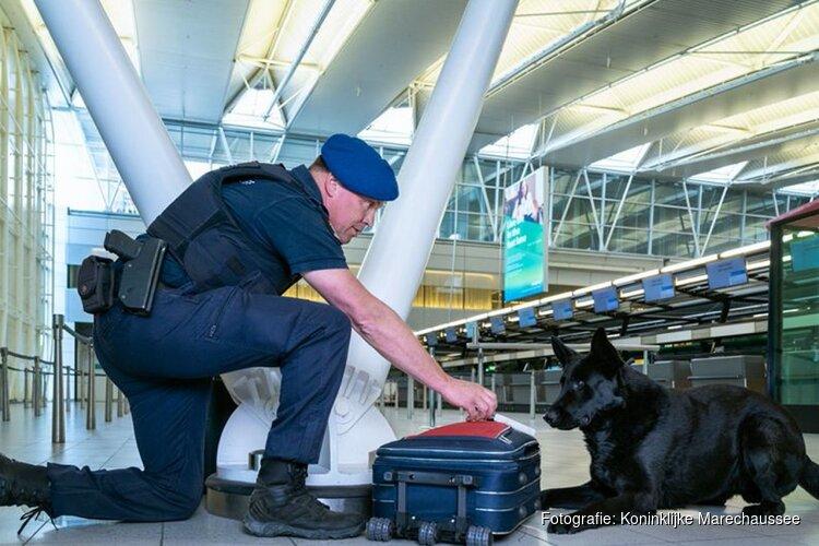 Man (34) in vliegtuig 'grapt' dat hij bom bij zich heeft en wordt gearresteerd