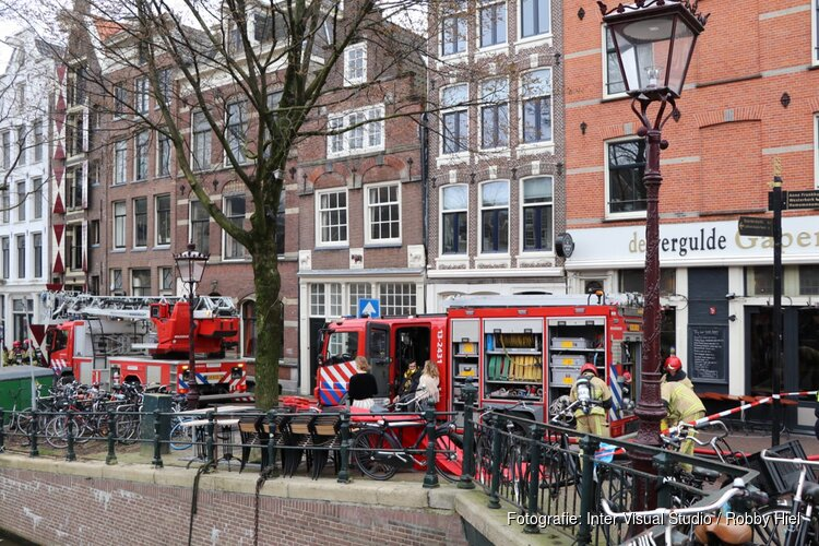 Brand in grachtenpand