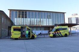Steekincident bij Amsterdam-Amstel, persoon met spoed naar ziekenhuis