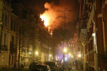 Grote brand in Vondelparkbuurt Amsterdam, brandweer massaal uitgerukt
