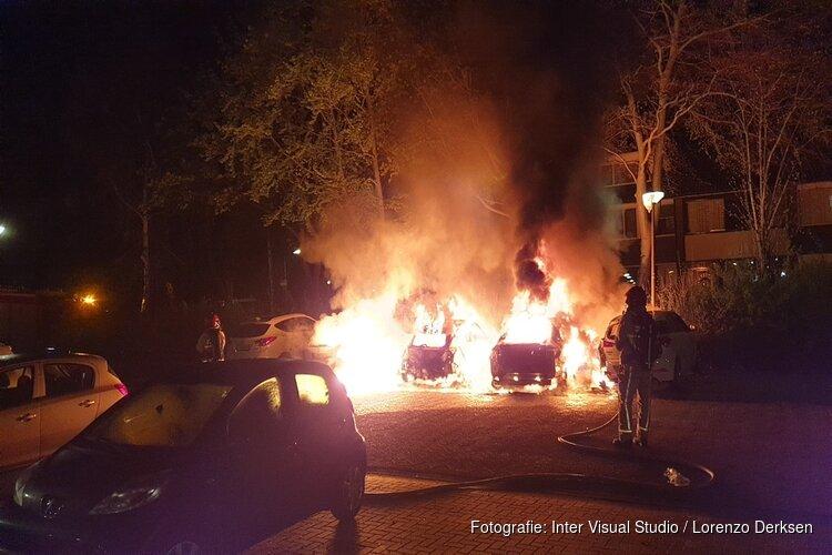Ravage na brand in Oostzaan: vier auto's in de fik