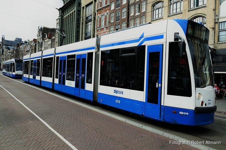 Meer Amsterdamse bussen, trams en metro's gaan weer rijden
