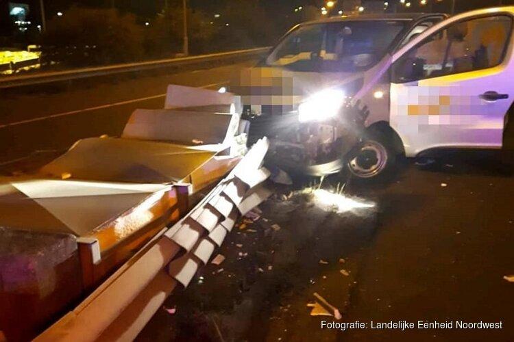 Bestuurder onder invloed raakt van de weg bij knooppunt Amstel