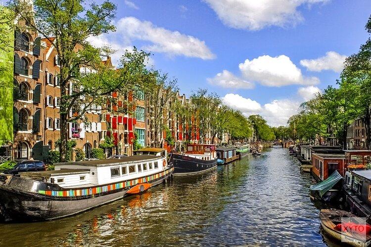 Wat gebeurt er met de huizenmarkt in Amsterdam tijdens de coronacrisis?