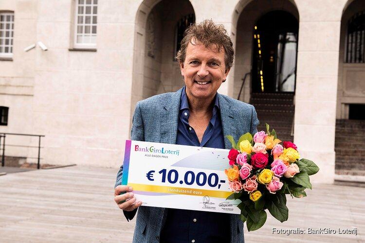 Marlou uit Amsterdam Oud-Zuid verrast met 10.000 euro van BankGiro Loterij