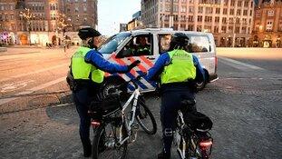 Man aangehouden voor inrijden op handhavers