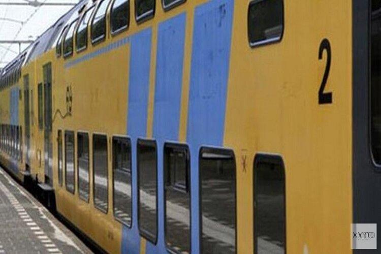"""Trein van Weesp naar Amsterdam niet vertrokken door te veel passagiers: """"Niemand wilde uitstappen"""""""