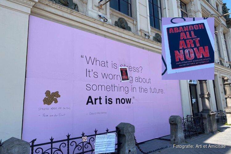 Arti-poster na een dag al 'beklad'