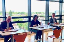 Gemeente Amsterdam en de Alliantie Ontwikkeling  tekenen voor nieuwe woningen en een publieke fietsenstalling in Sloterdijk-Centrum