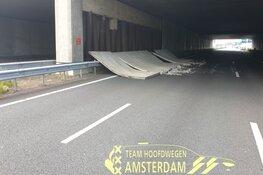 Zijwand van viaduct A10 valt op wegdek: snelweg afgesloten, ook geen treinverkeer