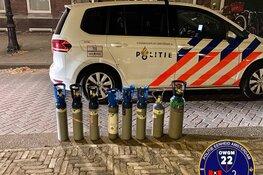 Auto knalt tegen fontein: politie vindt lachgasflessen