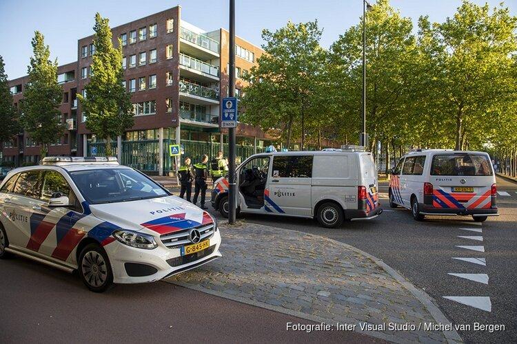 Vrouw gewond bij schietpartij Amsterdam, politie zoekt verdachte