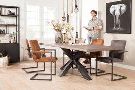 Robuuste tafels uit eigen productie