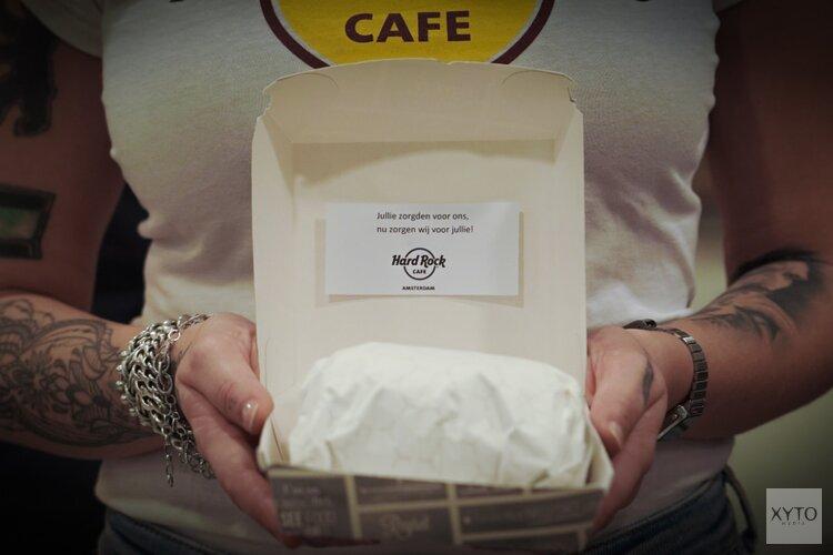 500 hamburgers voor Amsterdamse verpleegkundige burgers