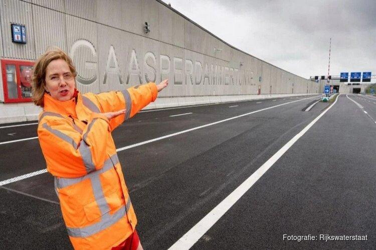 Minister Van Nieuwenhuizen opent A9 Gaasperdammertunnel