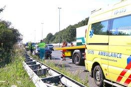 Auto knalt op vrachtwagen op A9 bij Ouderkerk aan de Amstel