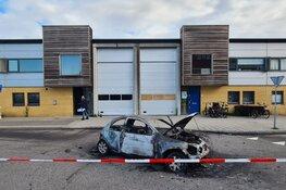 Ramkraak op bedrijfspand in Amsterdam: auto in brand gestoken