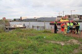Man gereanimeerd na val van boot in Amsterdam-Noord