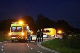 Auto op de kop in de sloot bij Ouderkerk aan de Amstel