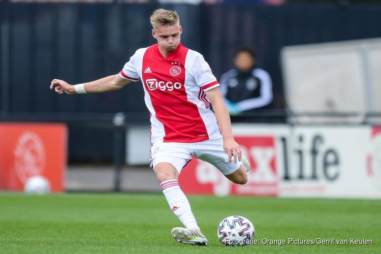 Vernieuwd contract Kenneth Taylor bij Ajax