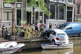 Auto belandt net niet in Egelantiersgracht