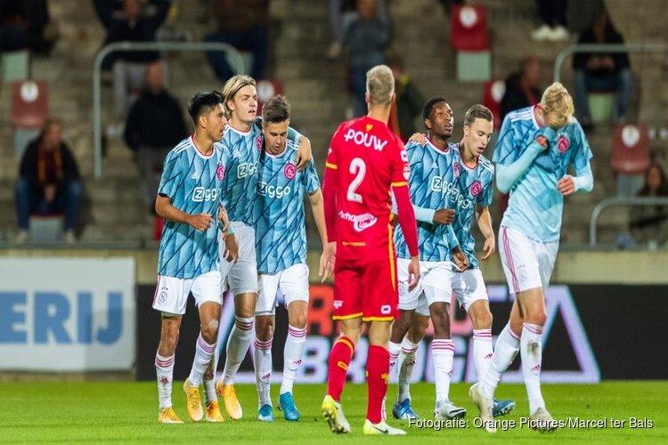 Jong Ajax pakt eerste seizoenszege in Deventer