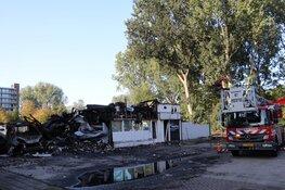 Ravage na brand Rataplan Postjesweg bij daglicht goed zichtbaar