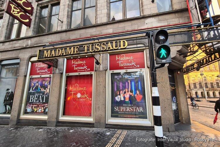 Beeld Trump met mondkapje in Madame Tussauds bekogeld met steen