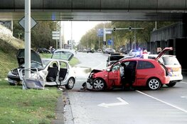 Auto crasht na mogelijke achtervolging in Amsterdam